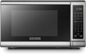 BLACK+DECKER EM720CB7 Digital Microwave Oven with Turntable Push-Button Door